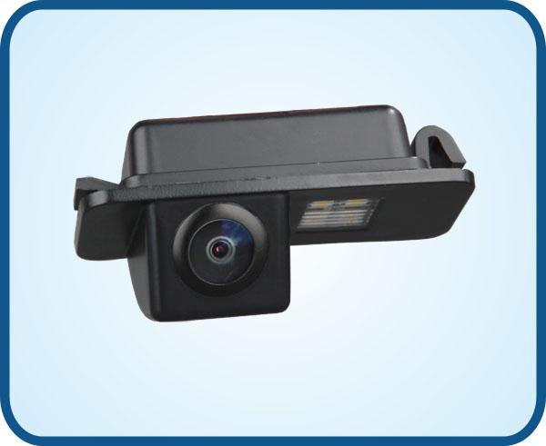 工作温度 Operating Temperature 带倒车参考线: With references line for backing car 2、 图像传感度 Image Sensors: 彩色CCD 防尘防水等级 IP Rating :IP67 最小光照度 Minimum IIIumination: 0.1LUX 电视线 Resoulution(TV Lines):480 角度 Lens Angle(Deg.):170° 工作电压 Power Supply(DCV):12(V) 带倒车参考线: