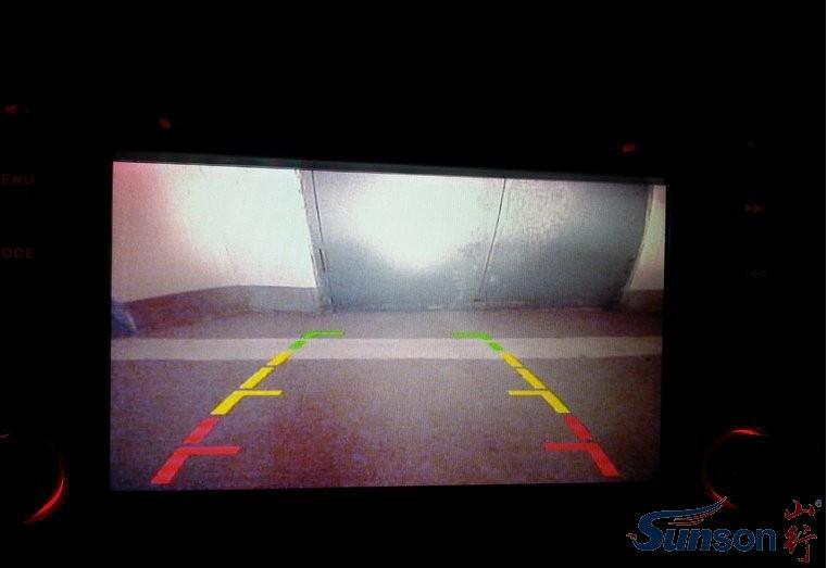 安装倒车摄像头 不拆后杠的安装方法