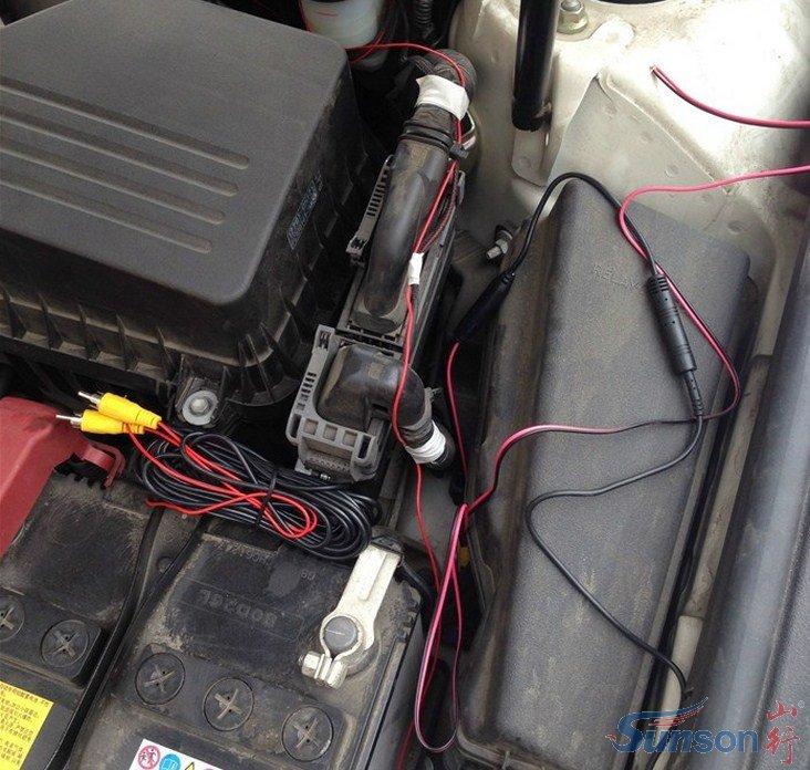 打开发动机舱,安装前置摄像头